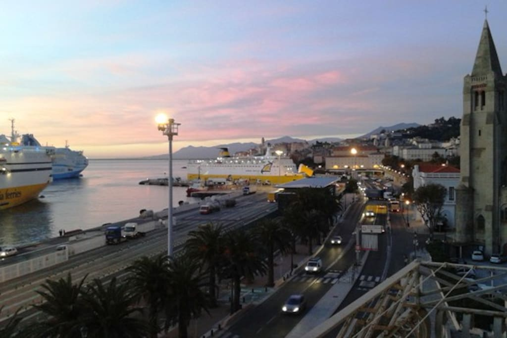 lever de soleil sur Bastia vue du balcon du séjour