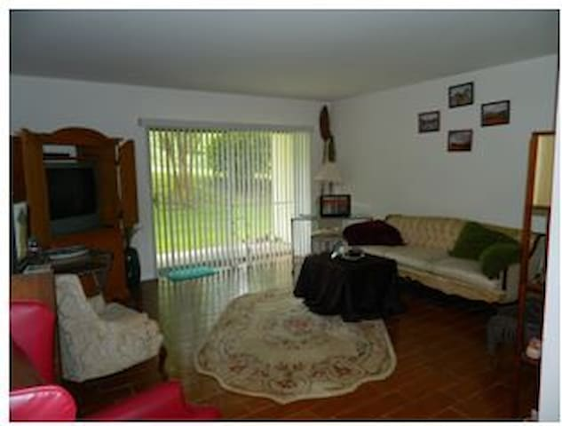 Single Apartment Steps from Campus - Gainesville - Huoneisto