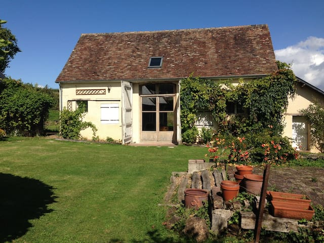 Contemporary 1850s Farmhouse, Pool & Large Garden - Saint-Vincent-du-Lorouër - Dom