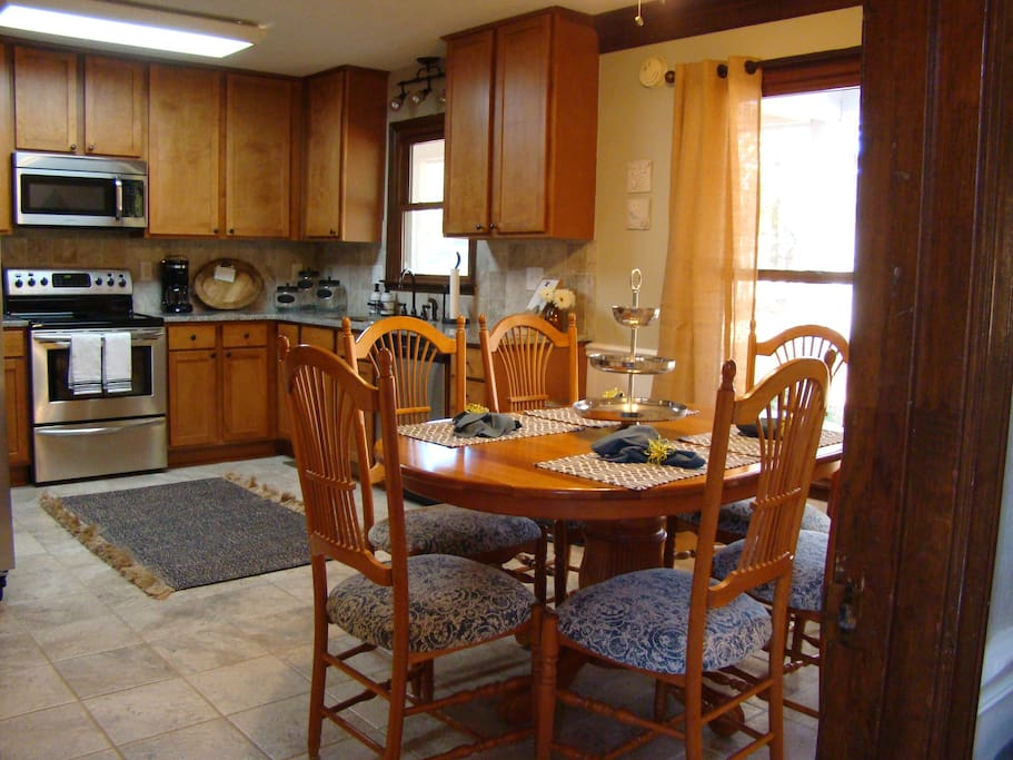 Fully Furnished Kitchen with large kitchen table