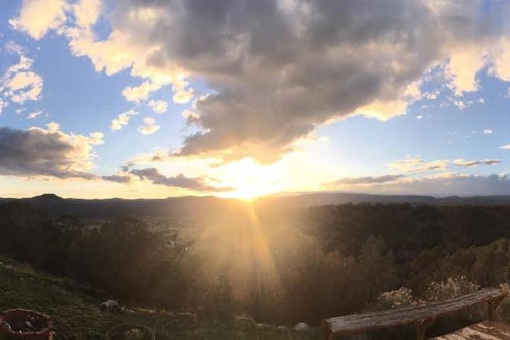 Mountain Views Home & Hangout - Beautiful Sunsets