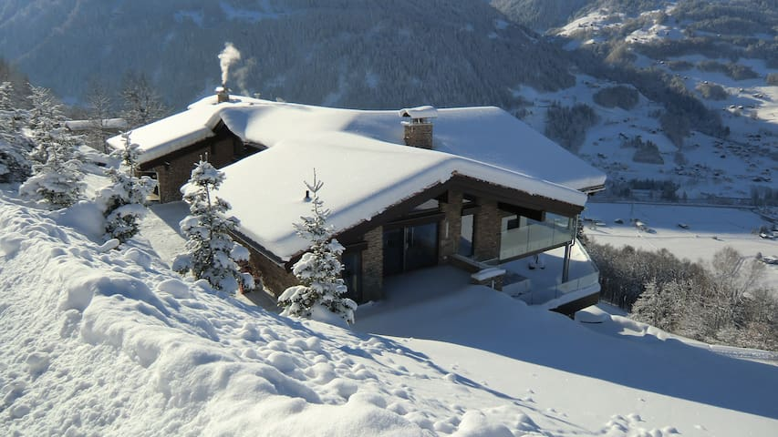 Luxurious Chalet Above Schruns