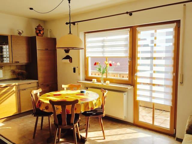 Schöne, ruhig gelegene 3-Zimmer Ferienwohnung - Henfenfeld - Pis