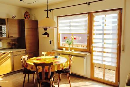 Schöne, ruhig gelegene 3-Zimmer Ferienwohnung - Henfenfeld