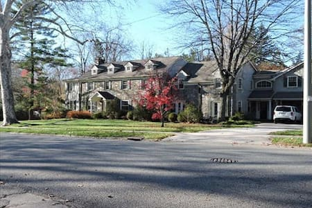 Large Home for extended stays - Merion Station