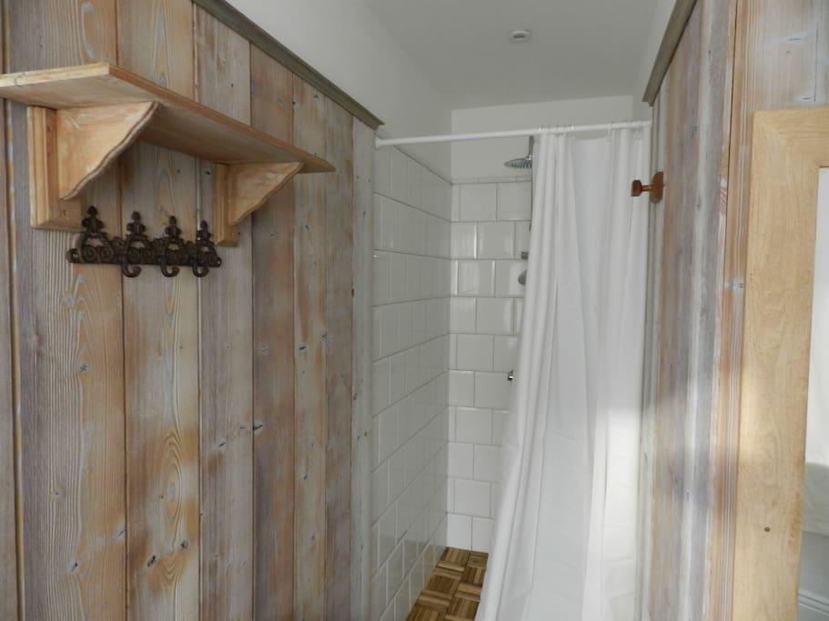 salle de bain de plein pied