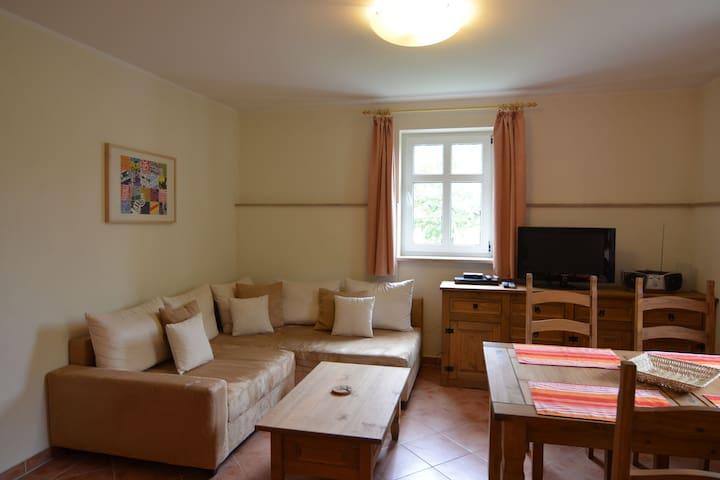 Modern appartement in Brandenburg met een balkon