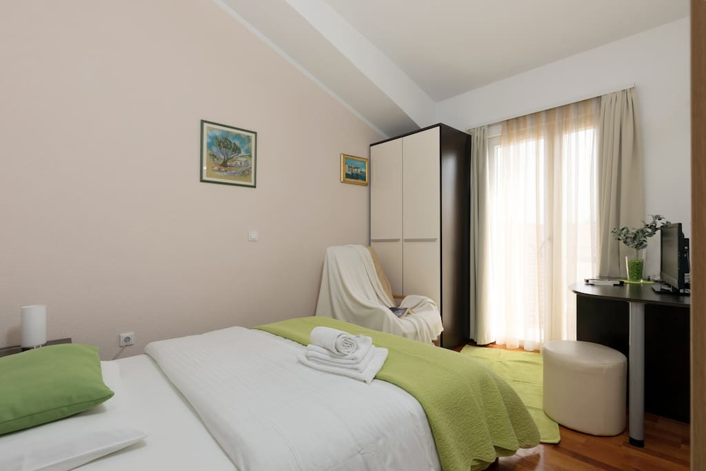 trogir divorced singles 2 single beds house rules no pets check-in time is flexible  i live in small place kaštel kambelovac between trogir and split i like to travel and explore.