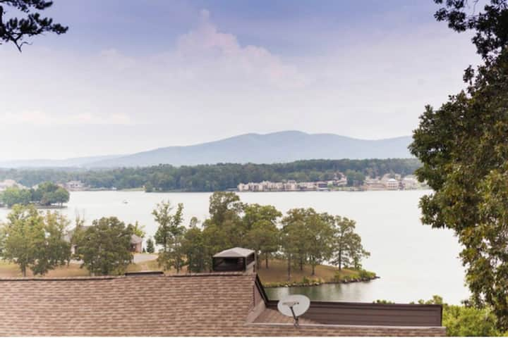 Hot Springs Home with a View 1 Bedroom Sleeps 4