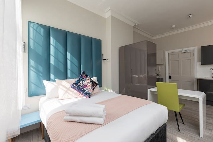 Luxurious Air Conditioned Apt High St Kensington H