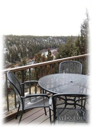 Eagle Crest Resort Condo with Mountain Views!