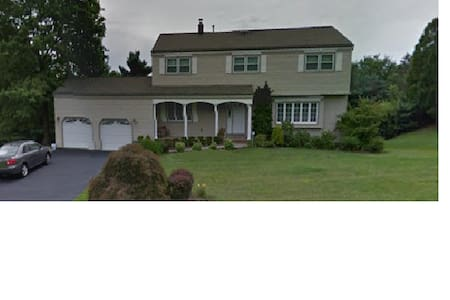 Single Family Suburban Home - Hanover - บ้าน