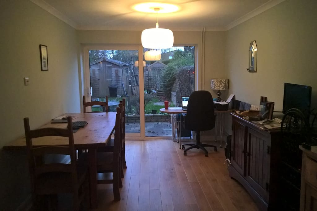 Dining area with a view onto the garden
