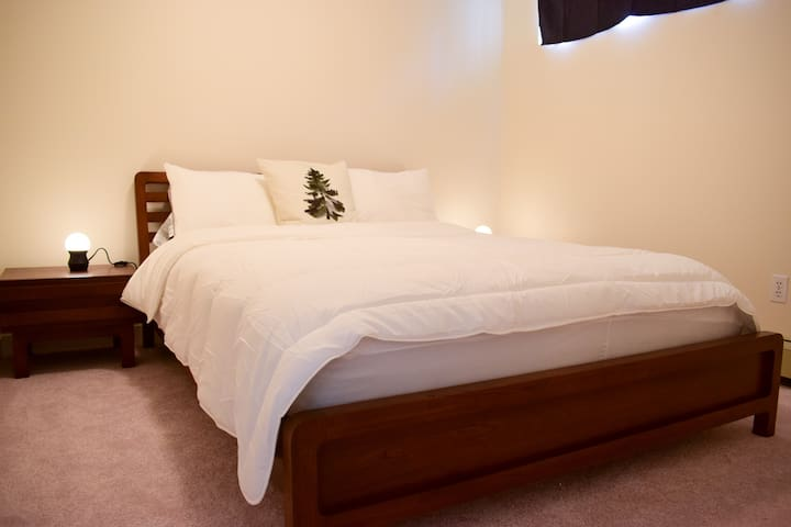 Cosy 2Bed lower-level Suite - Sleeps 3! BEST VALUE