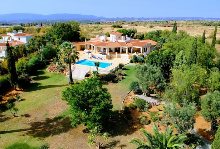 4bed villa in 9000m2 private garden