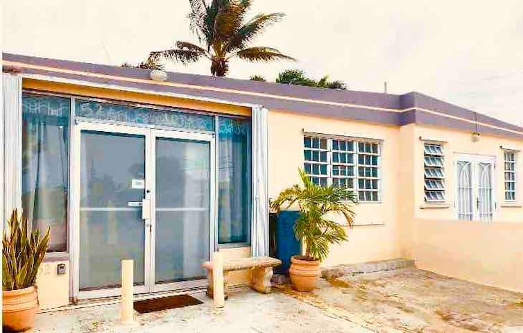 Studio Apartment Close to Ceiba Ferry &  Airport