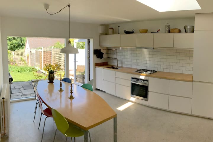Traditional Cottage with bright kitchen extension