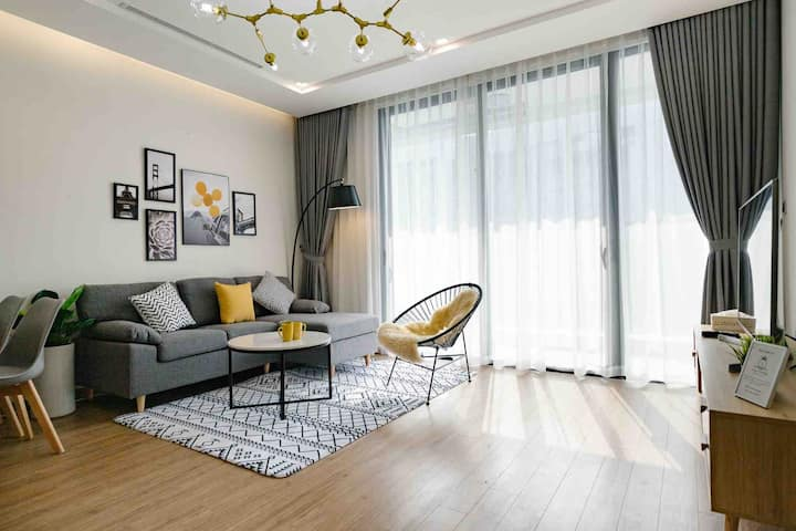 Luxury Apartment/1BR/Pool/Gym @ Vinhome Metropolis