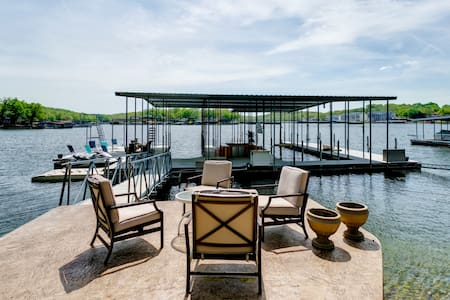 Beautiful 7 Bd w/Huge Dock, Boat Launch, Game Room