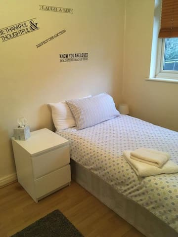 Chingford cosy and warm room - London - Hus