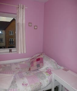 Single room a short walk from city along the river - York