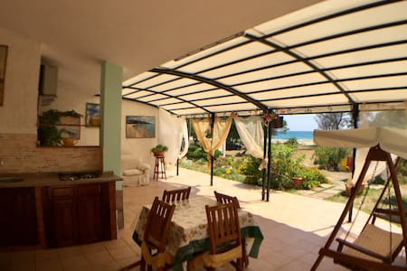 Beautiful location - Beachfront Holiday House