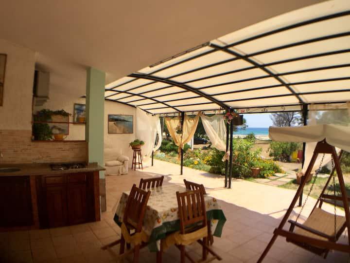 Beautiful location - Beachfront Holiday House