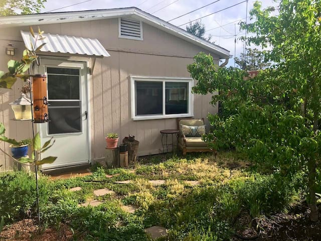 Private Casita with Lush Garden in the heart of SF