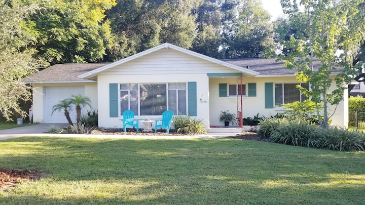NEW! Artsy Cottage - Walk to downtown Mount Dora