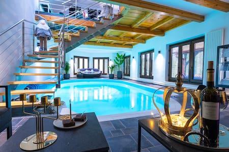 Moment s,  pool house Trakoscan