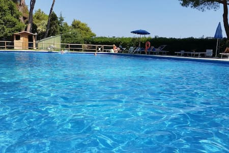 Sole, mare e relax in piscina all'Isola d'Elba