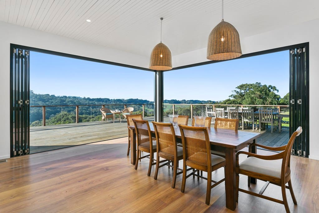 Indoor / outdoor living at its best - 10 mtrs of fold back doors!