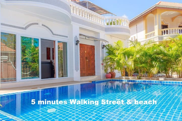 Villa 6 Bedroom 5 minutes Walking street & beach - Pattaya - House