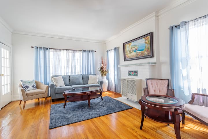 Beautiful Mid City House w/Private Parking Spots