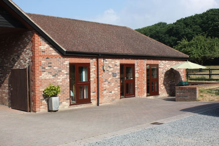 2 Bed/2 Bath Cottage - Equestrian Farm Nr Goodwood