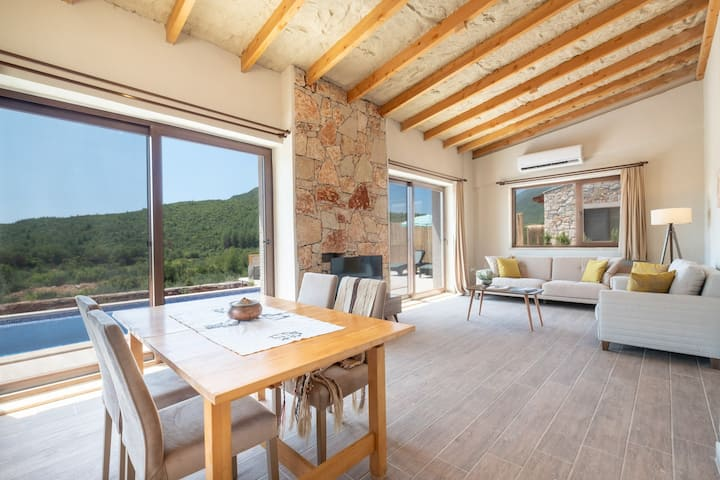 Stone Villa in the Greenest Serenity: Villa Chi