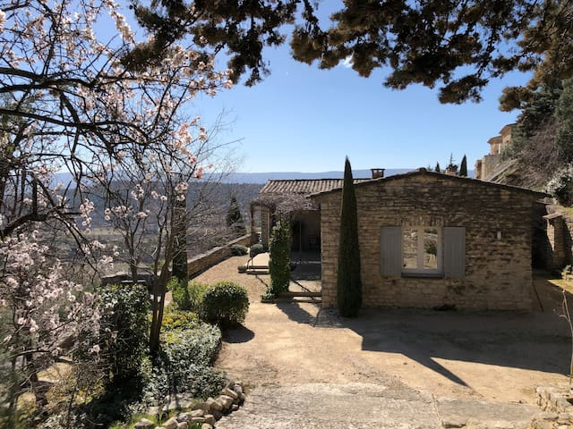 Villa contemporaine, vue imprenable sur le Luberon