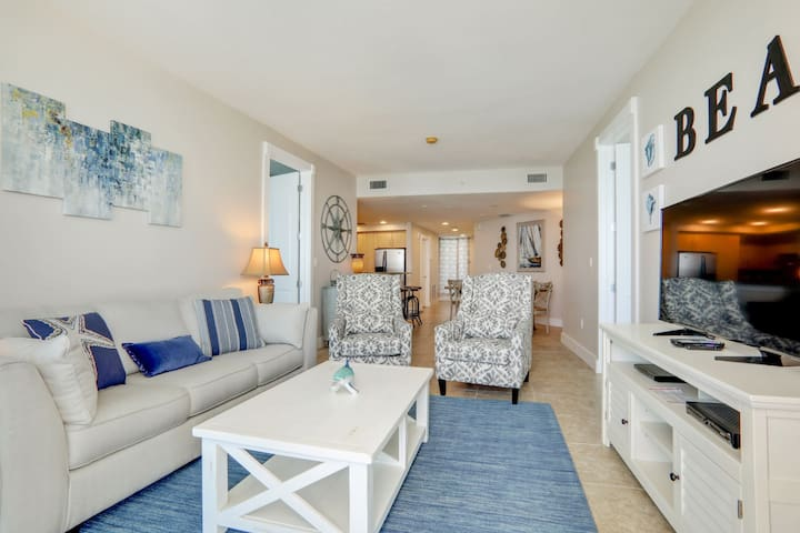 3 BR Beachfront condo w/ amenities!