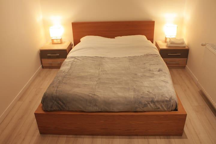 Chambre 1 avec fenêtre :  lit double 190x140