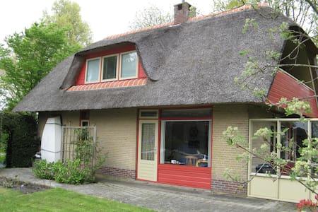 Heerlijk vakantiehuis aan het water - Goingarijp - Zomerhuis/Cottage