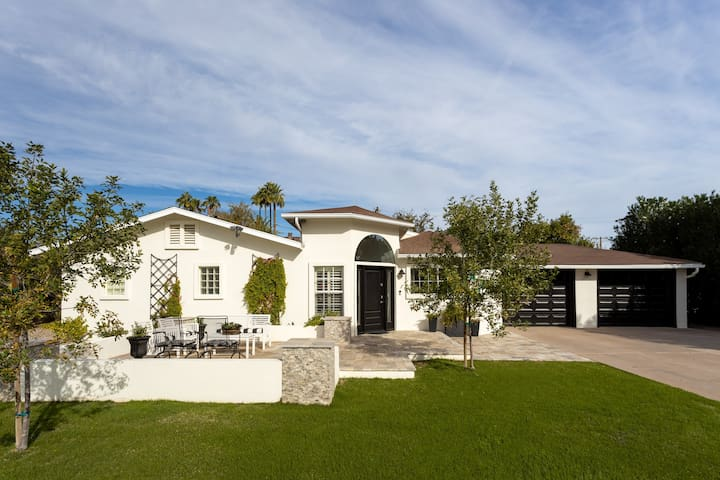 Arcadia Ranch Retreat in the most desirable Family Neighborhood in the Valley!