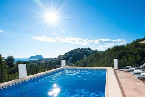 Private pool, quiet sea view in green zone
