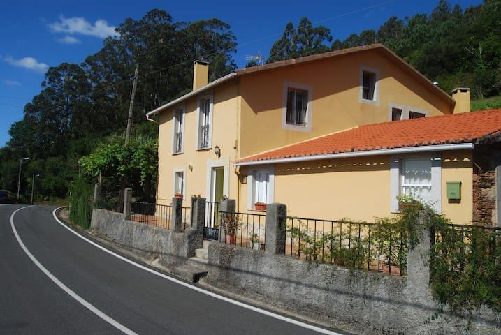 Casa rural zona Fragas do Eume (Cabanas)muy amplia