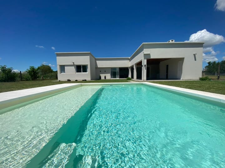 Hermosa casa quinta moderna y minimalista!!