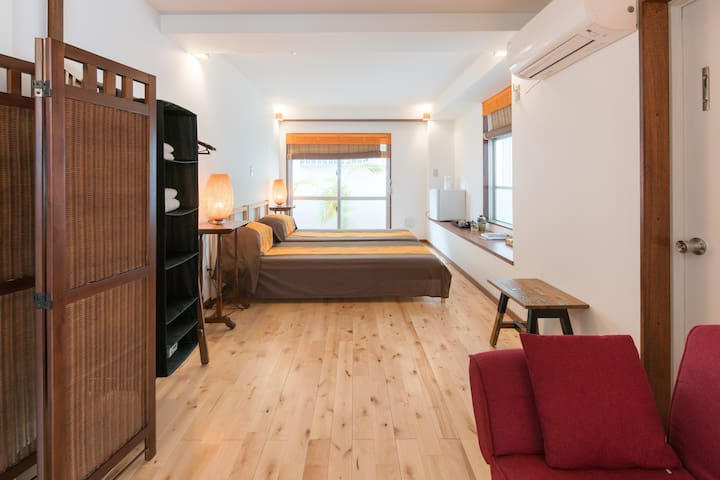Super big & bright room. B&B Terrace/ Free Parking