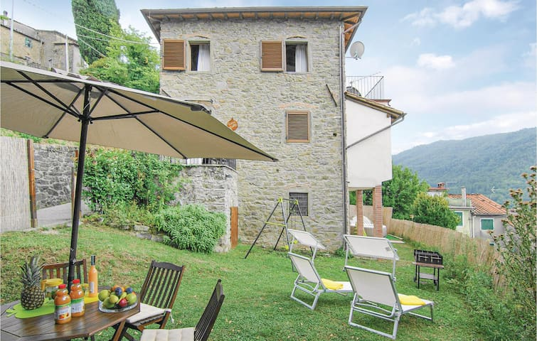 Holiday apartment with 3 bedrooms on 120m² in Benabbio