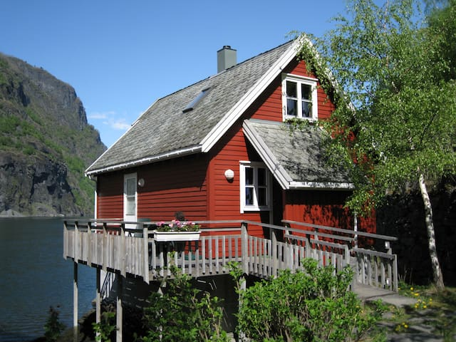 Fretheim Fjordhytter. Holiday cottages in Flåm