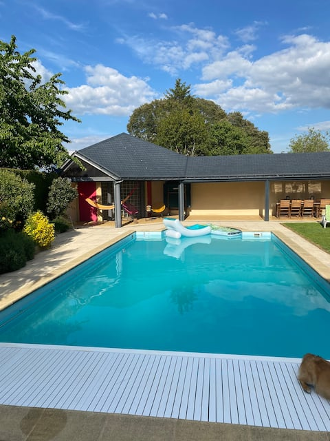 Outbuilding with access to a private 🏊swimming pool