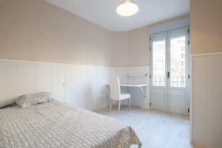 4 bedroom apart renewed fantastic neighborhood 1C3 - 马德里 - 公寓