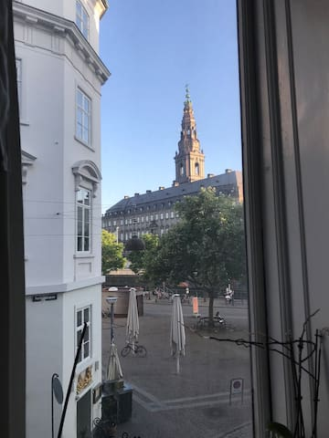 Amazing center location, view to the Parlament